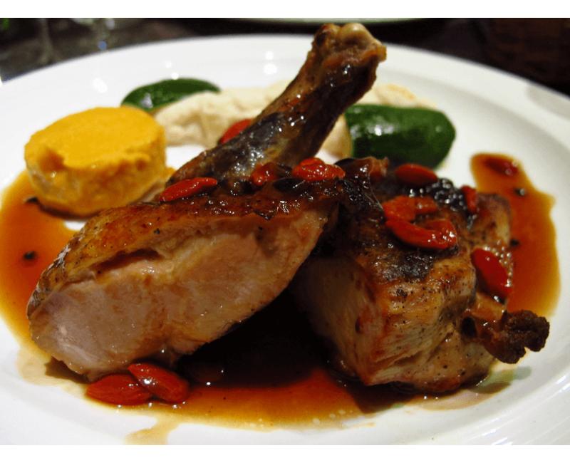 Cuisse de canard, sauce au poivre vert & gratin d'endives