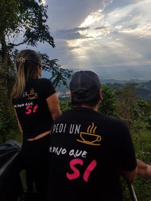 """Camiseta Color Negro - Colección: """"Pongamos El Café De Moda"""" - """"Me Pidio Un Café Y Me Dijo que Si"""""""