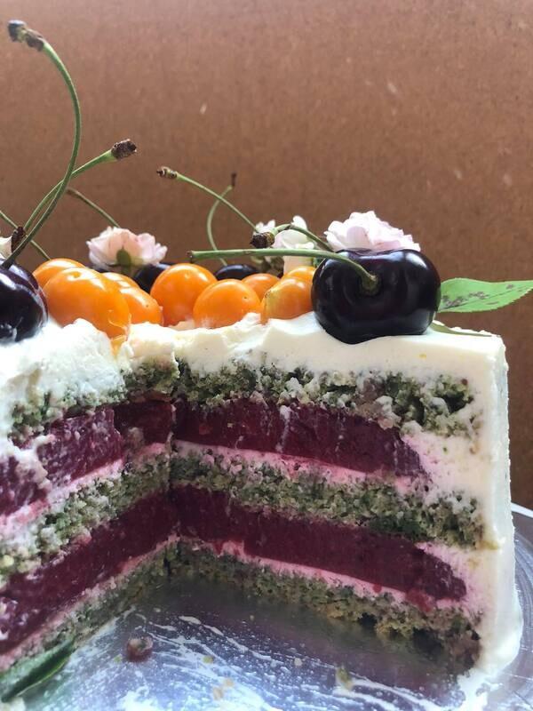 Кето торта Шам-фъстък и ягоди