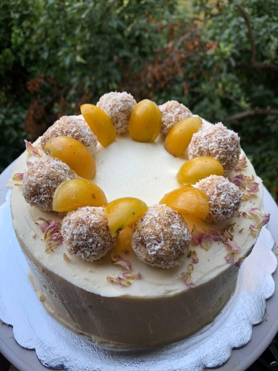 Кето торта Кайсии, орехи и маскарпоне
