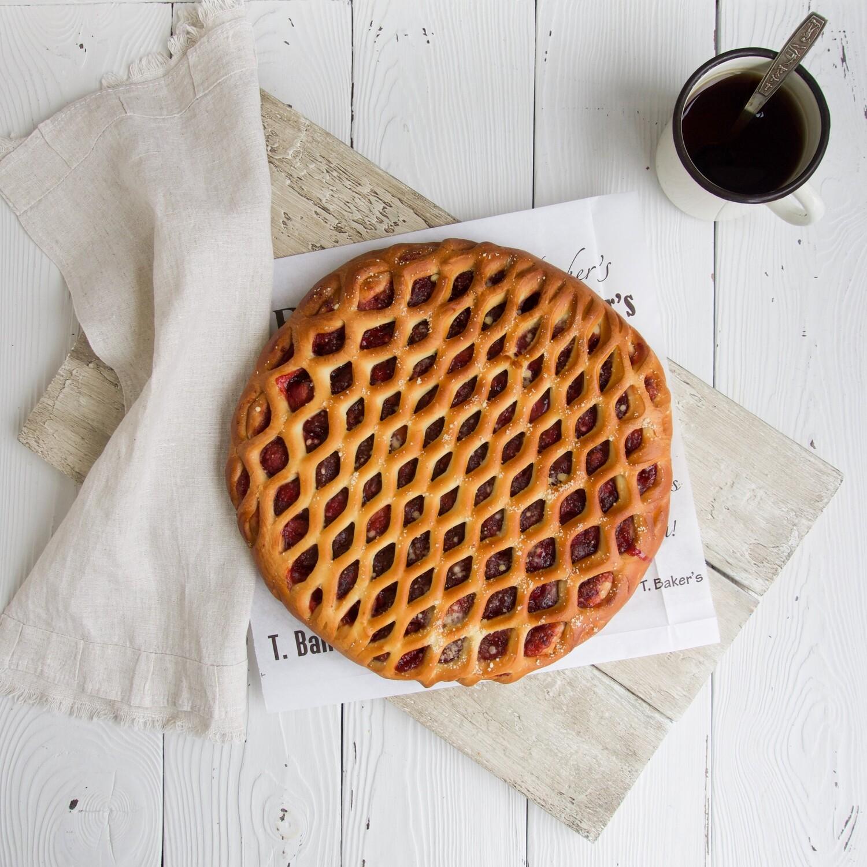 Пирог с клубничной начинкой