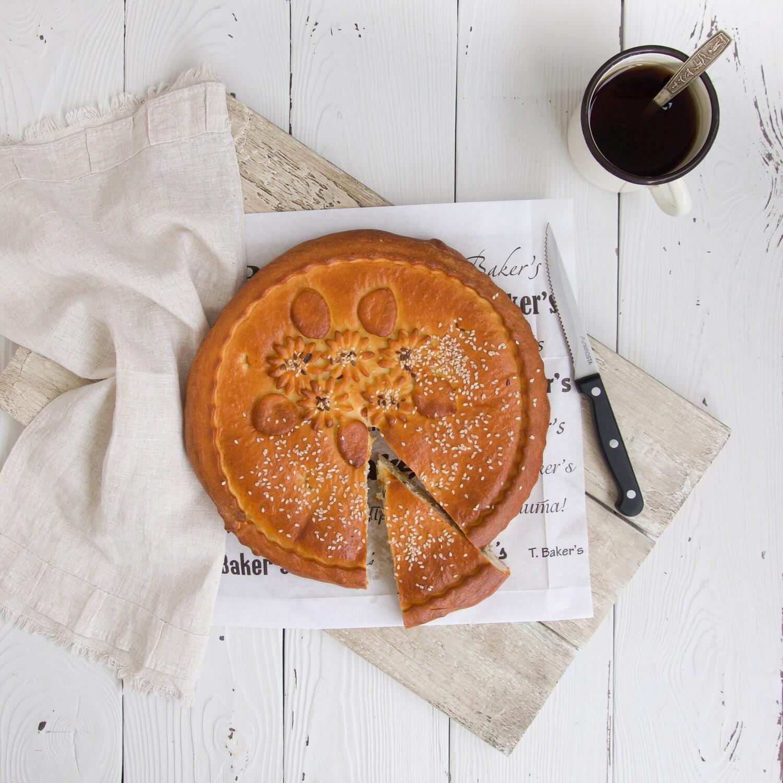 Пирог с курицей и маринованным огурчиком