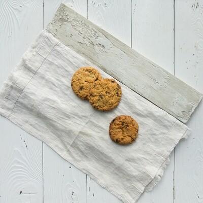 Печенье овсяное с орехом, изюмом и шоколадом