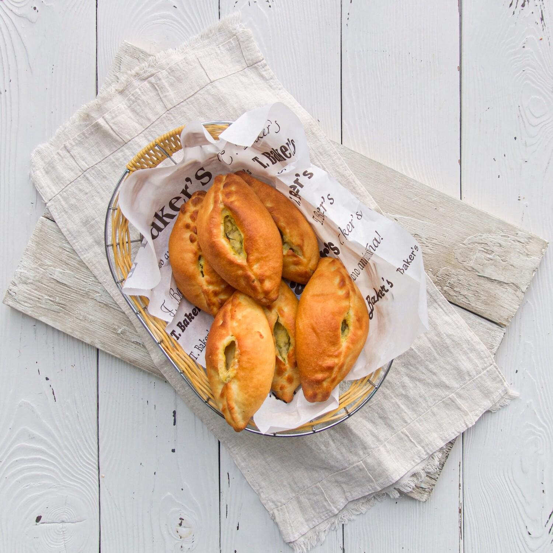 Пирожок с картошкой и сыром