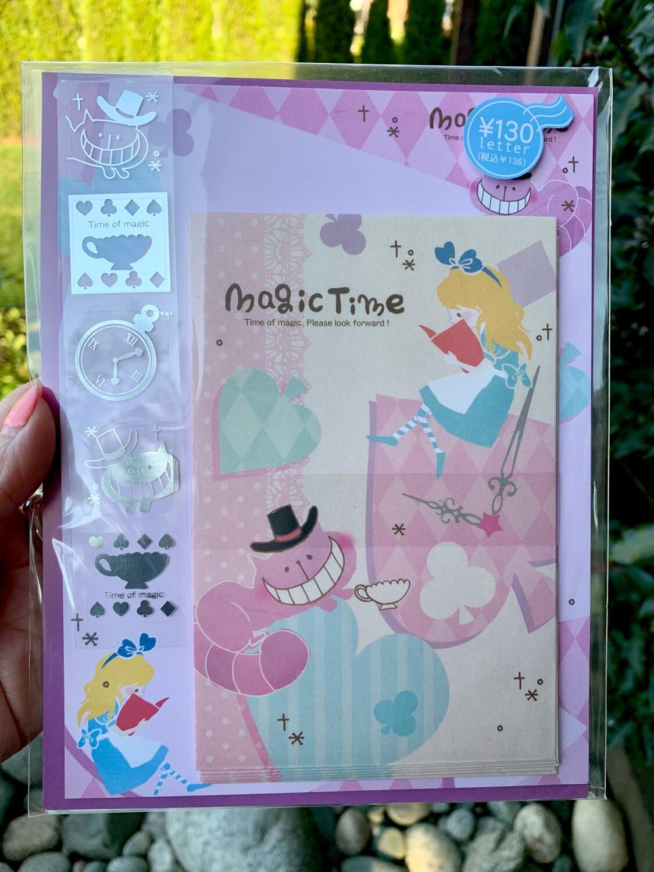 Q- Lia Alice in Wonderland Magic Time Letter Set