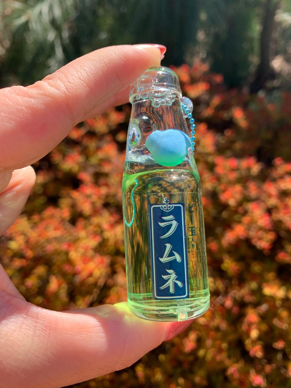 Pukapuka Ramune Oil Mascot Keychain (Green)