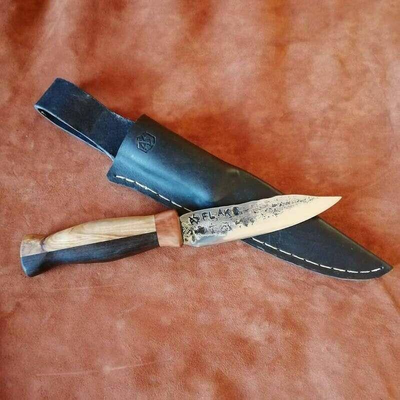 Outdoormesser bzw. Jagdmesser mit Klinge vom 2cm Flak aus dem 2 WK. Griff aus Olive, Mooreiche und Zwetschge.