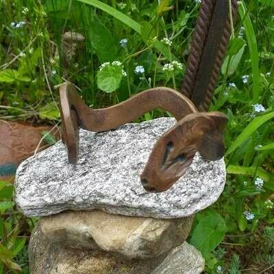 Бэнгл в виде стилизованной змеи из меди