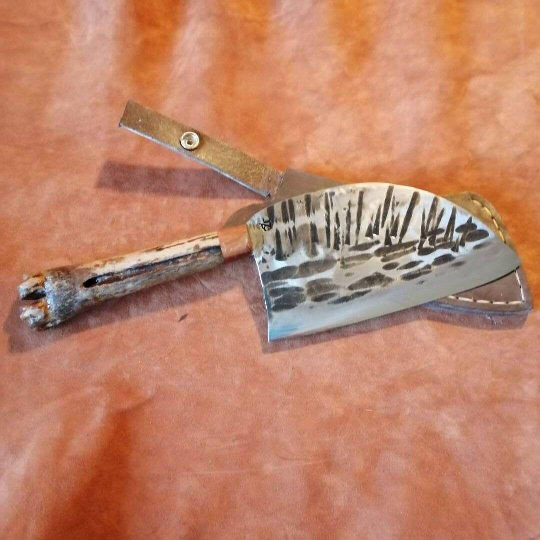 Küchen oder Grillbeil mit Griff ca. 30.000 Jahre altem Hirschknochen und Zwetschge