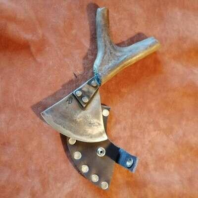 Волшебный треугольник с рукояткой из оленьего рога.