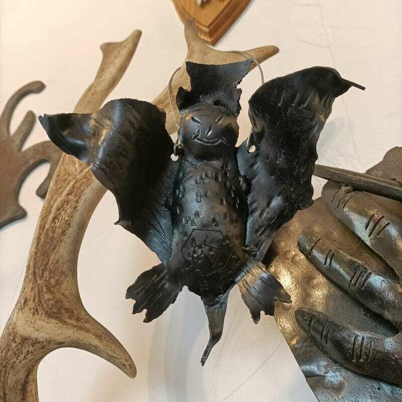 Geschmiedete Fledermaus zum aufhängen. Brüniert