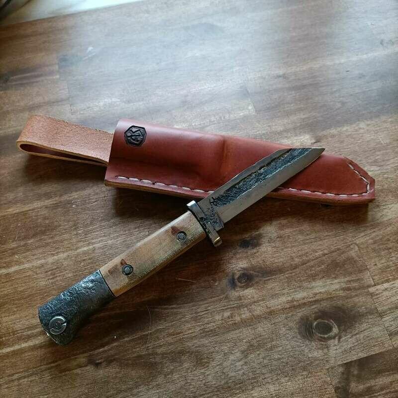 Ein Messer aus einem alten Bajonett aus dem 2WK. Ein Messer für friedliche Menschen mit gutem Herz!!!