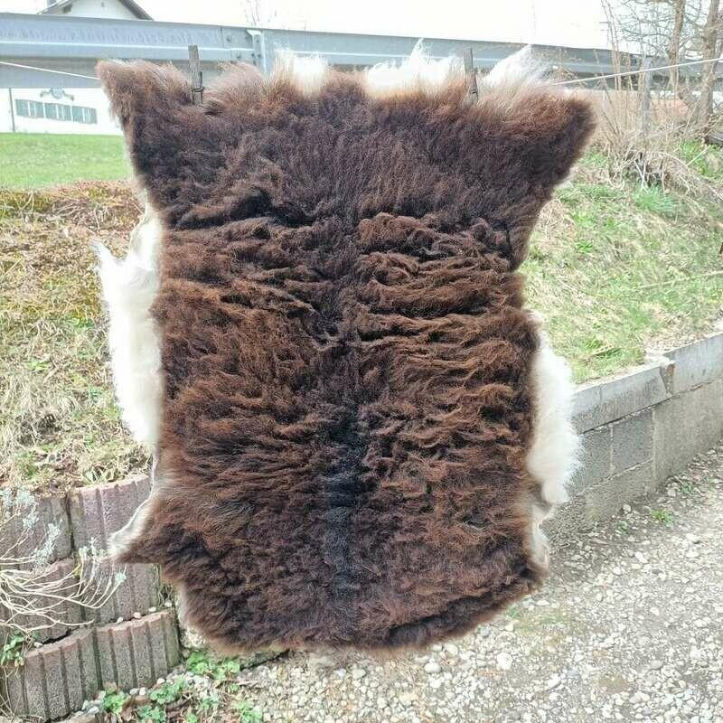 Tolles Fell vom Soay- Schaf aus dem Allgäu pflanzlich gegerbt.