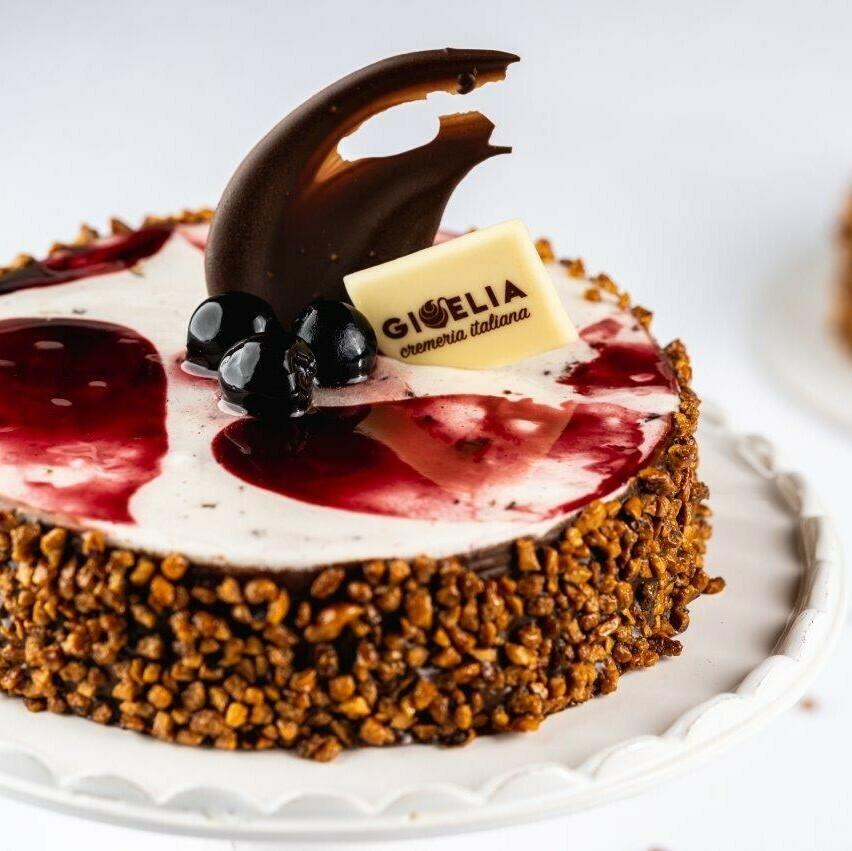 Torta Gelato cuore croccante con amarene e cioccolato