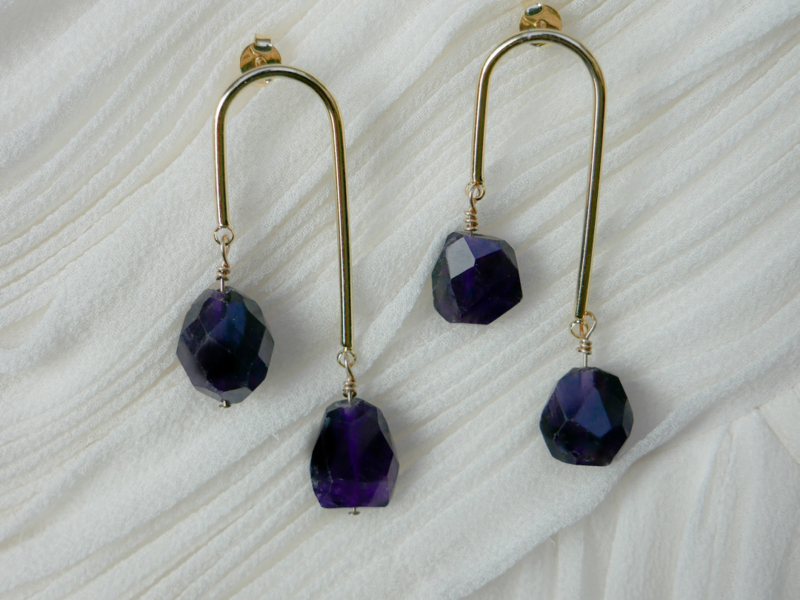 Infinity earrings with sapphire