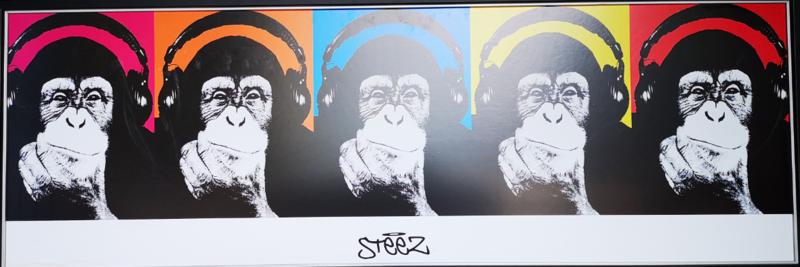 Affen mit Kopfhörer  Poster mit Holzrahmen