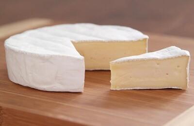 Whole Brie 1kg