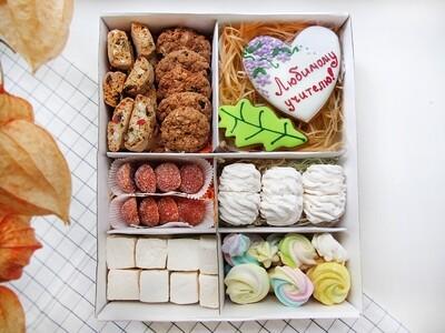 """""""Любимому Учителю"""", подарочный набор сладостей"""