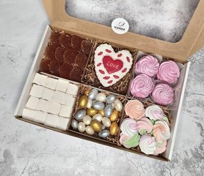 """""""Люблю!"""", подарочный набор сладостей для женщины"""