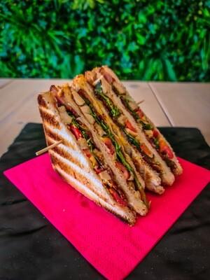 Clubhouse Sandwich + Bibita + Caffè