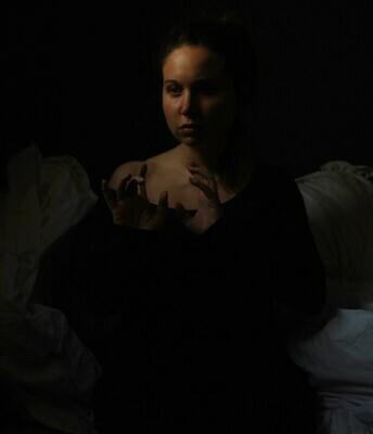 Ilaria Facci, Madrid, 20.04.2020 Ottavo giorno di malattia e di isolamento - Autoscatto -