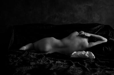 Cristal Caporale, Desnuda