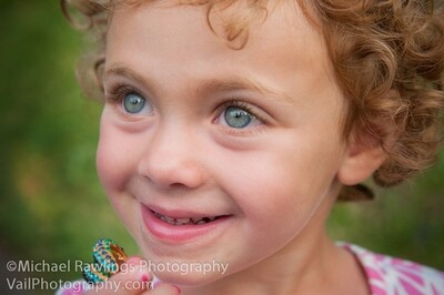$250 INVEST IT FORWARD gift certificate to be used for any portrait photography services or products. Save 15%