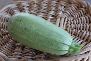 Summer Squash Magna Light Green Zucchini/lb