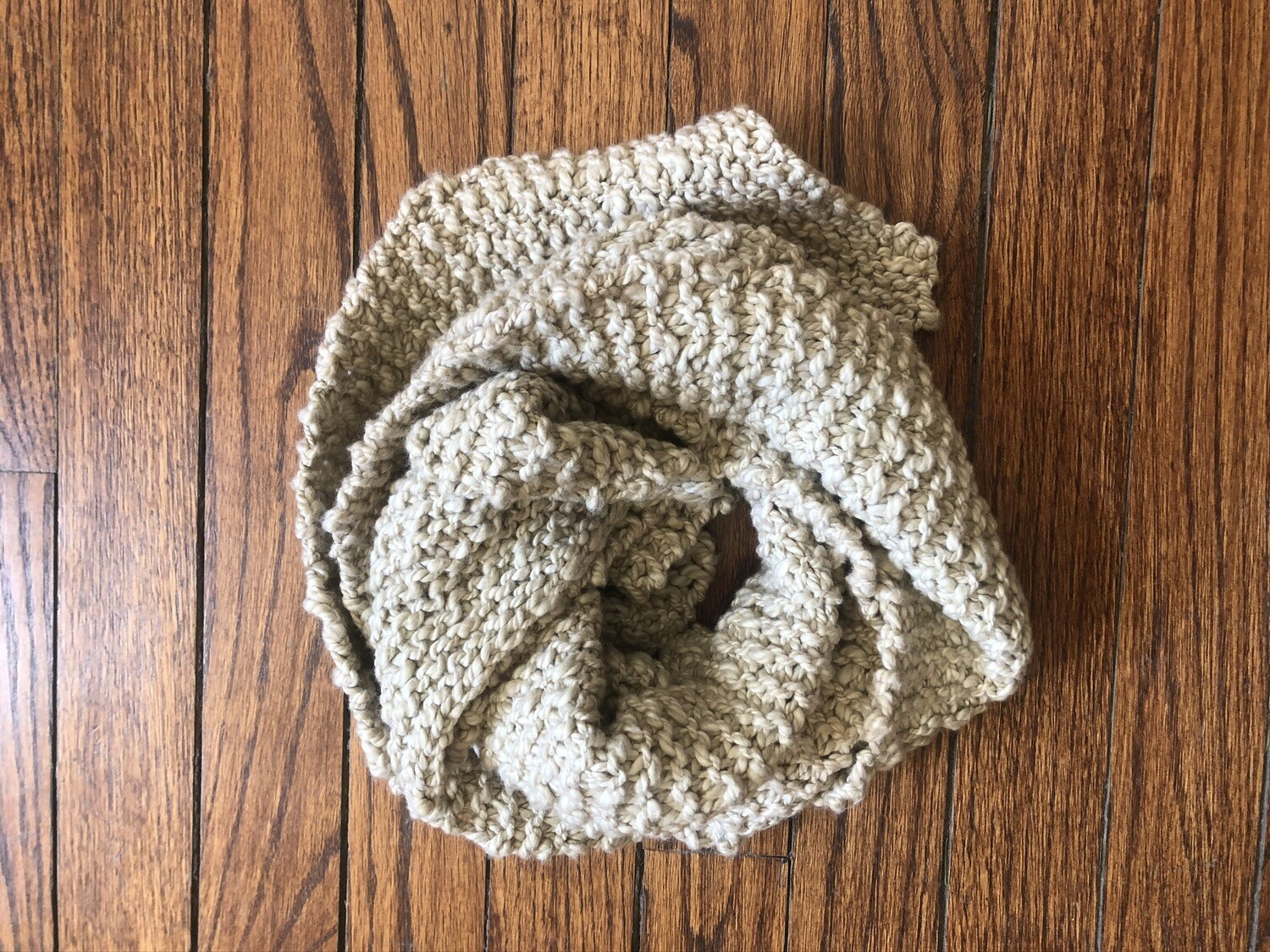 Knitted scarf short 2038
