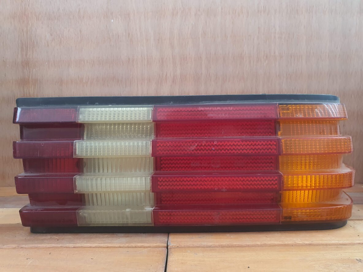 Mercedes-Benz W126 Right Tail Light