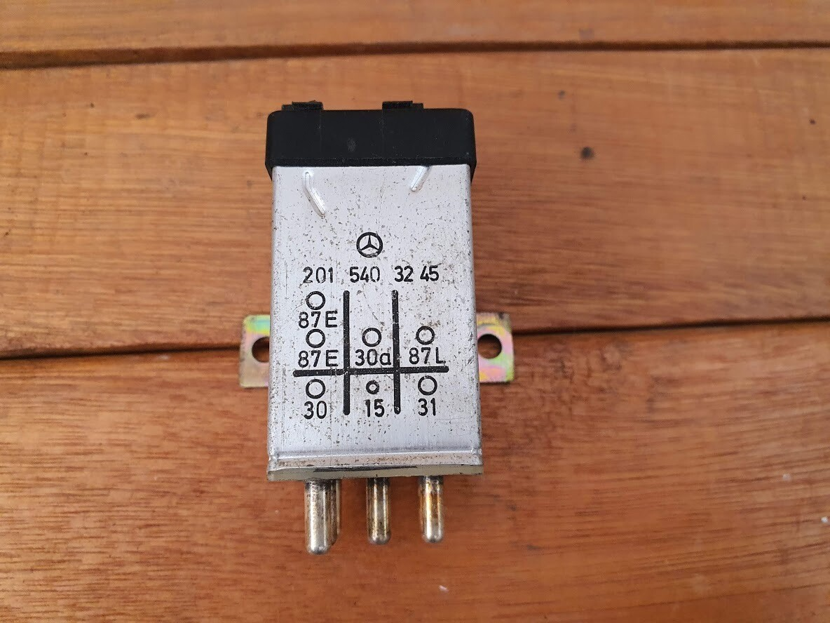 Mercedes-Benz Overvoltage Protection Relay