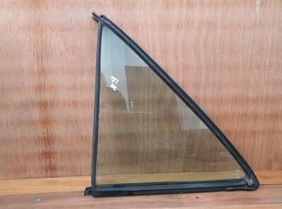 Mercedes-Benz left rear quarterlight glass (W201)