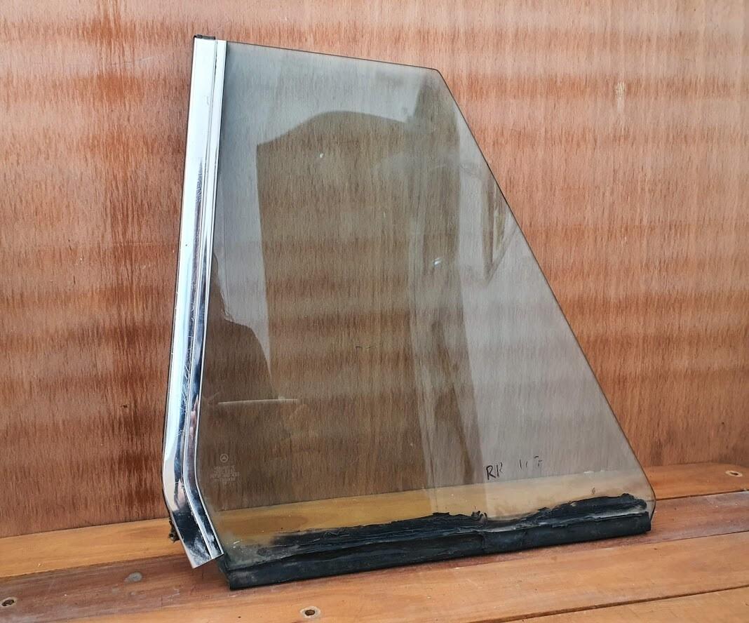 Mercedes-Benz right rear glass (C107)