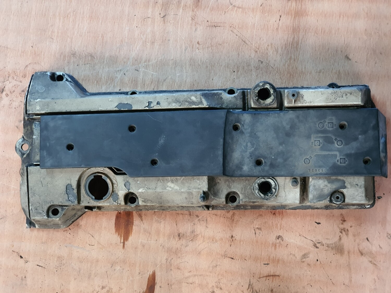 Mercedes-Benz tappet cover (M104)