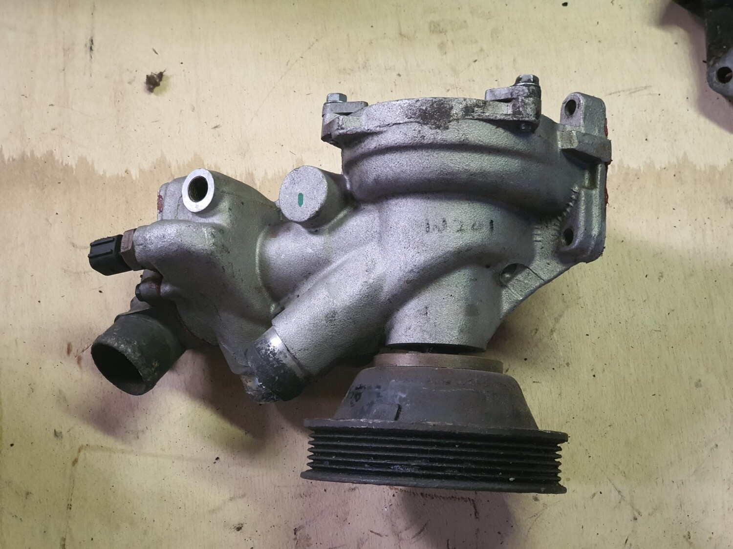 Mercedes-Benz water pump (M104 W124/W202)