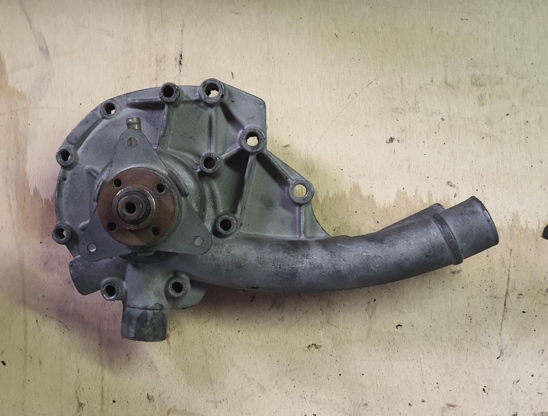 Mercedes-Benz water pump (M102 W123)