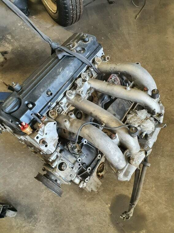 Mercedes-Benz M102 2.0 engine without ancillaries