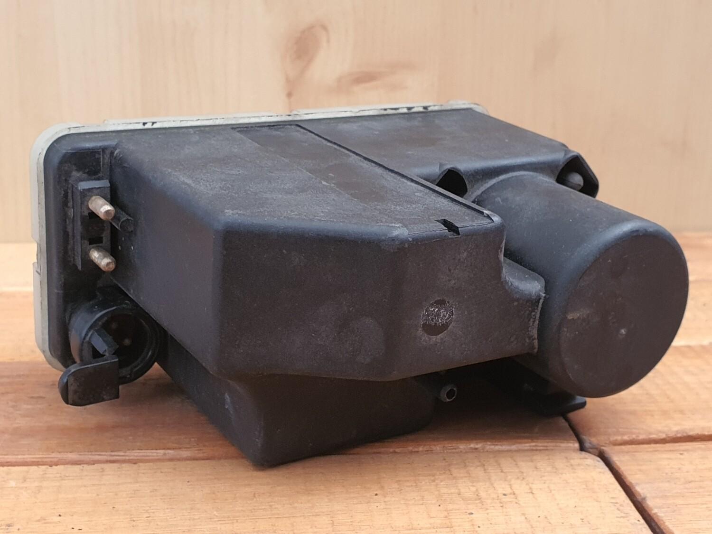 Mercedes-Benz door lock vacuum pump (107/W124)
