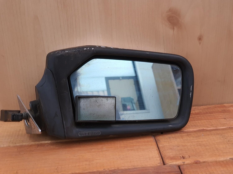 Mercedes-Benz right mirror (107)