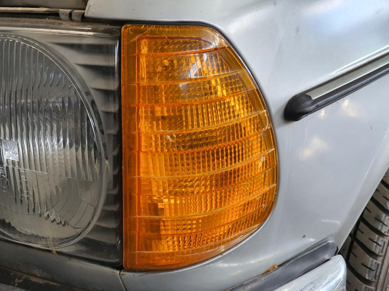 Mercedes-Benz left indicator (W123)