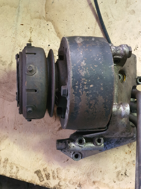 Mercedes-Benz Aircon Compressor (W123 M102)