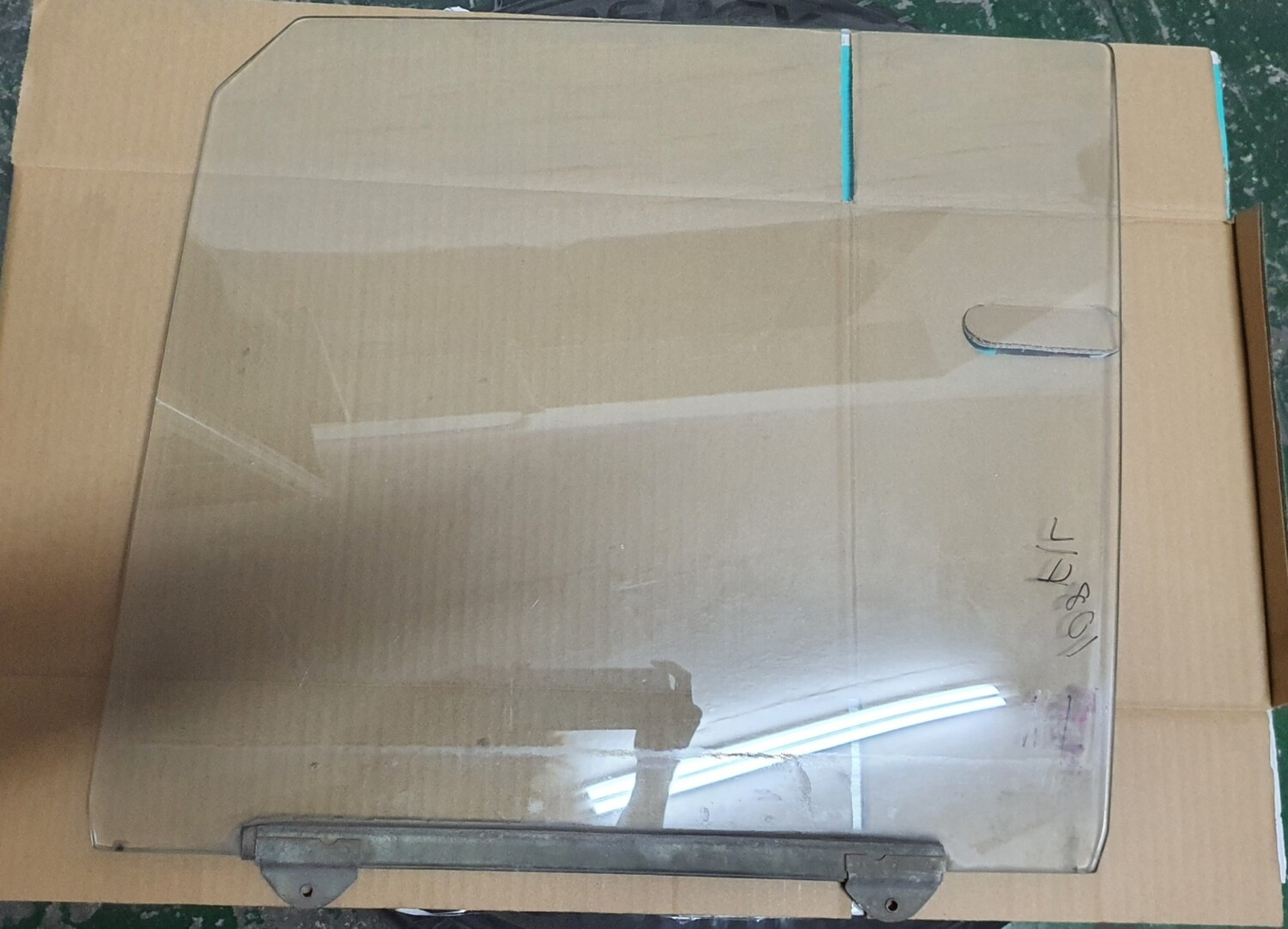 Mercedes-Benz Front Left Glass (W108)
