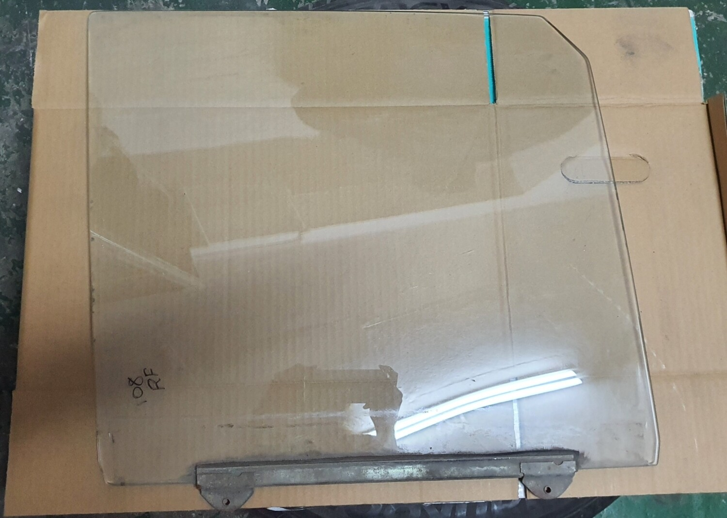 Mercedes-Benz Front Right Glass (W108)