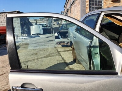 Mercedes-Benz Front Right Glass (W210)