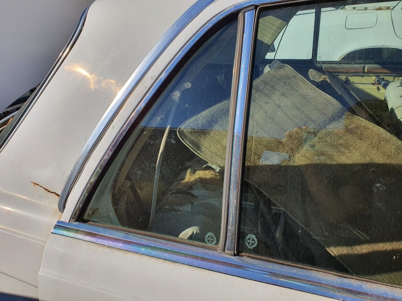 Mercedes-Benz Right Rear Quarterlight Glass (W116)