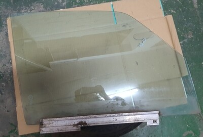 Mercedes-Benz Right Front Glass (W126)