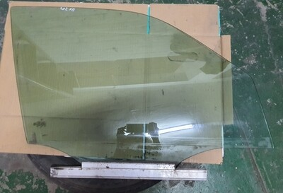 Mercedes-Benz Front Right Glass (W202)