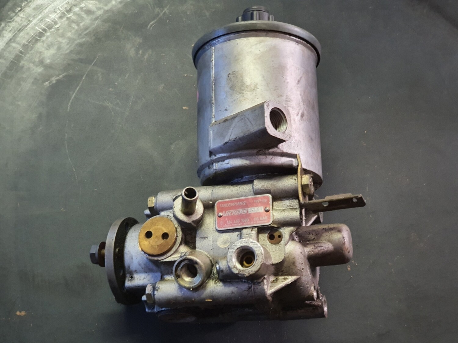 Mercedes-Benz Power Steering Pump Including Self Levelling Pump (W124/W201/S124)
