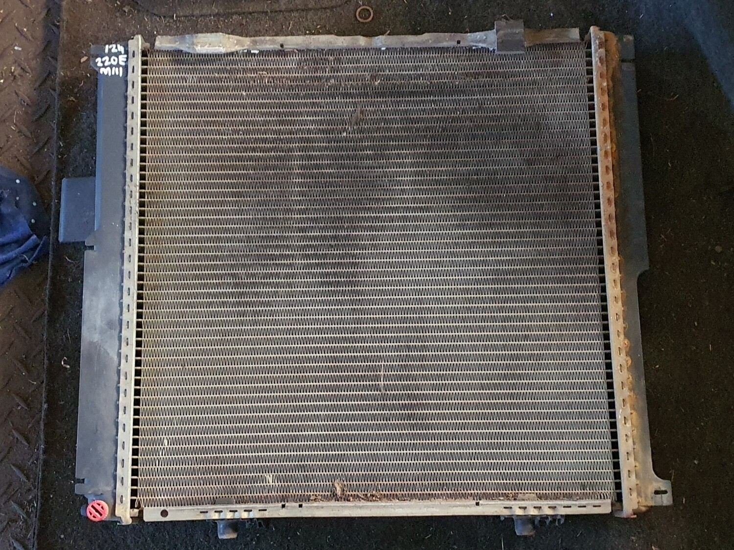 Mercedes-Benz Radiator (W124) 4 cylinder automatic ( m102 and m111)