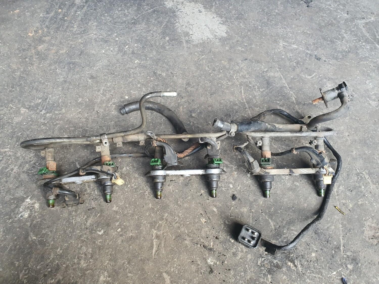 Mercedes-Benz Fuel Rail with Injectors (M110 D Jetronic)